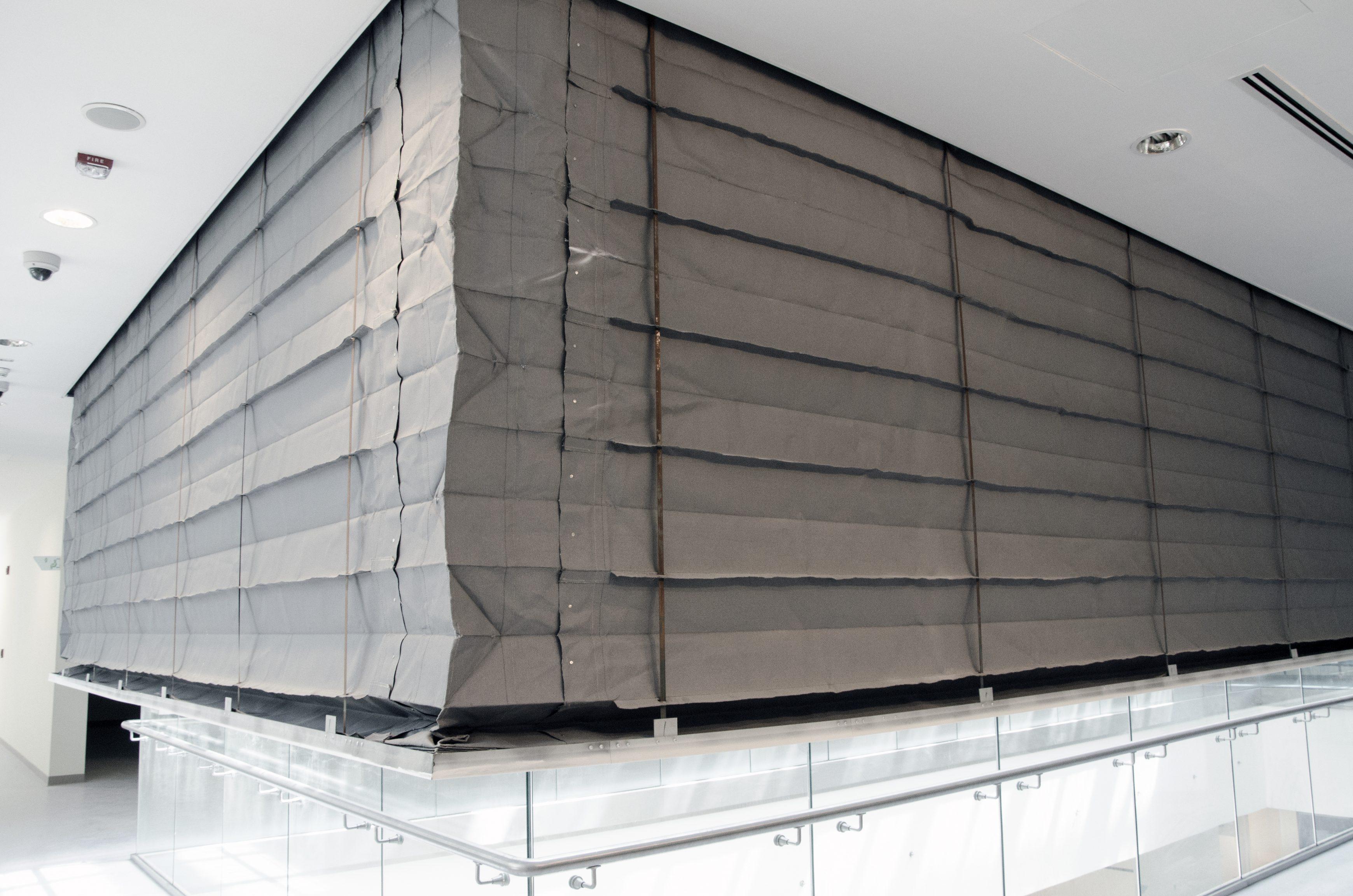 Concertina fire curtain